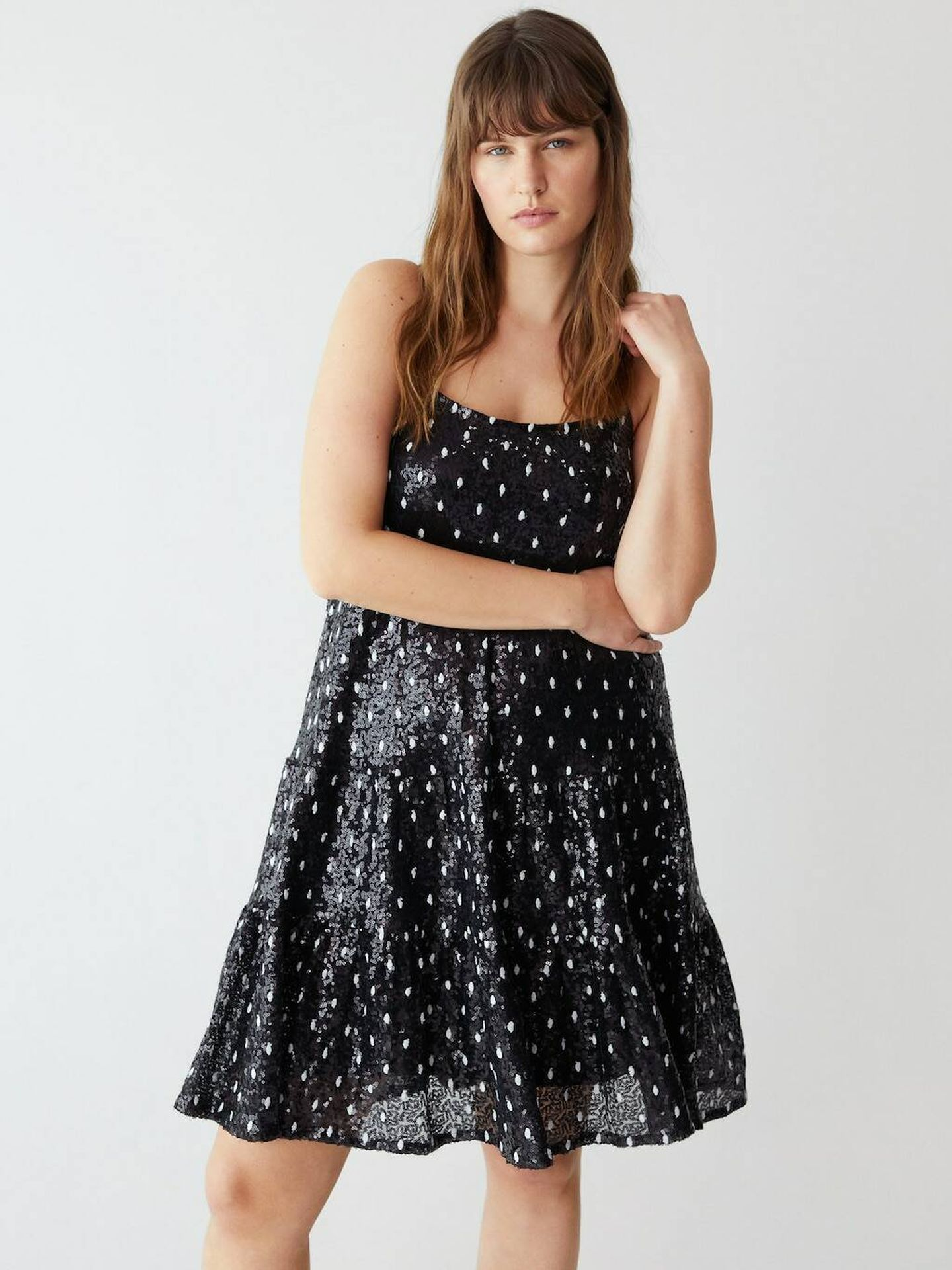 Vestido de Violeta by Mango. (Cortesía)