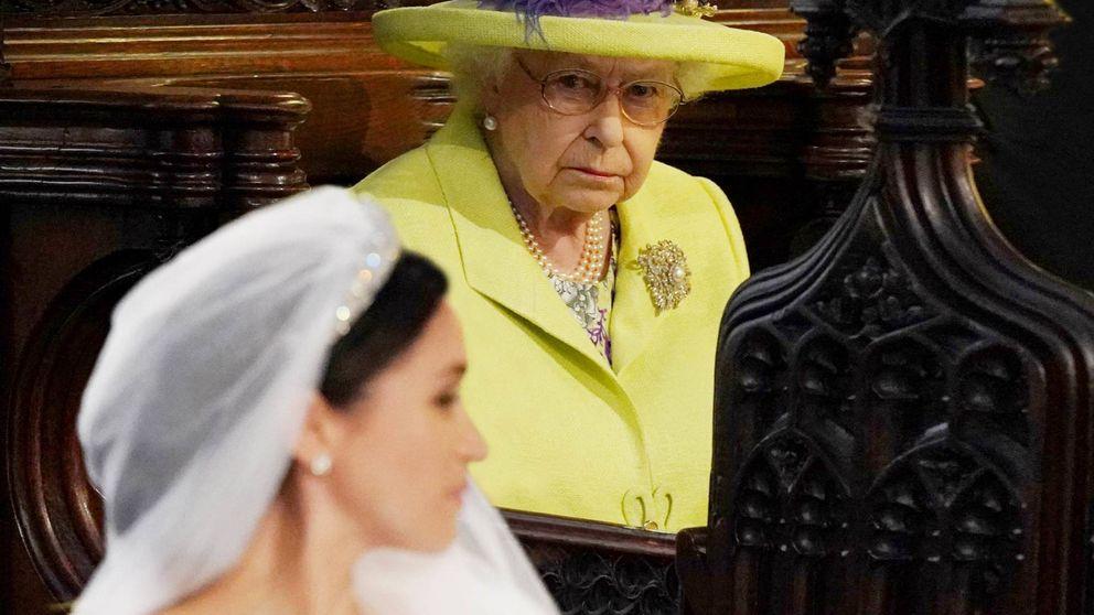Isabel II, de reina de hielo a abuela compasiva: los errores que no quiere repetir con Harry y Meghan