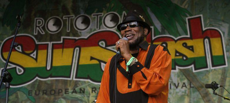 Foto: Derrick Morgan, uno de los músicos que pusieron banda sonora a la independencia de Jamaica en 1962, en el Rototom de 2012. (EFE)