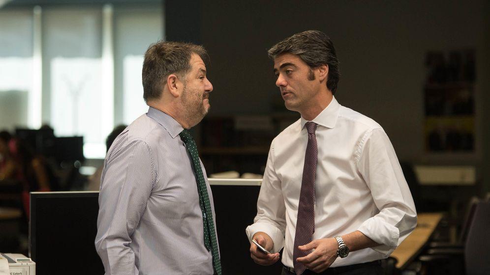 Foto: Bieito Rubido y Luis Enríquez, en la redacción de 'ABC'. (Pablo López Learte)
