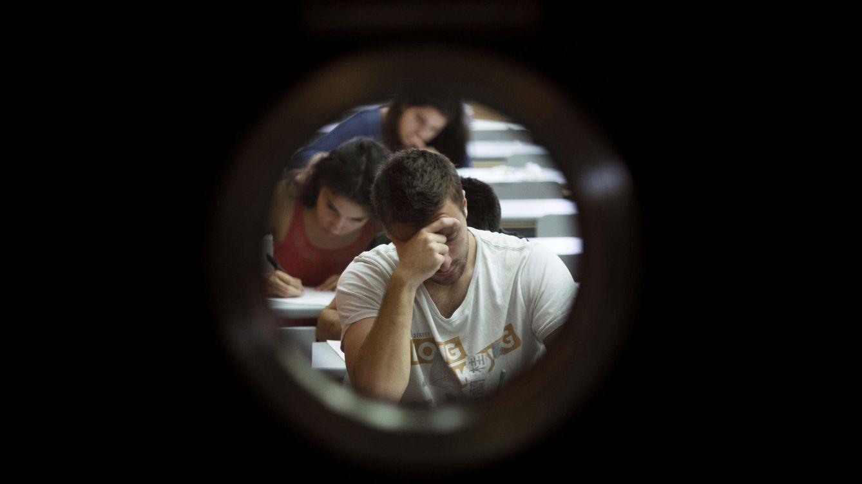 Foto: ¿Qué piensan hacer los universitarios españoles cuando salgan al mercado laboral (Efe/Gustavo Grillo)
