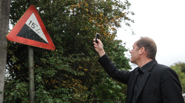 Foto: Christian Prudhomme ante el 15% que se encontrarán los ciclistas en Huy (Cordon Press).