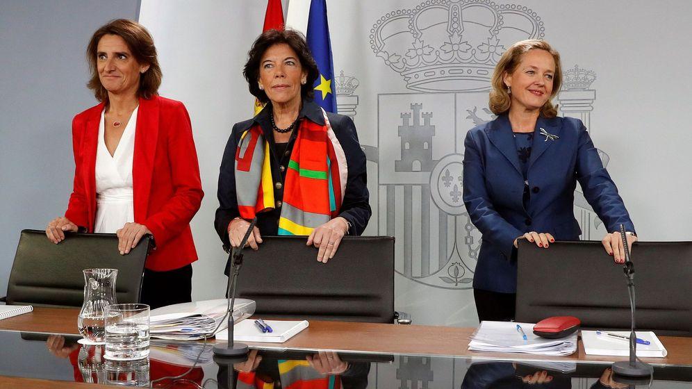 Foto: La ministra portavoz, Isabel Celaá, la ministra de Transición Ecológica, Teresa Ribera, y la ministra de Economía y Empresa, Nadia Calviño. (EFE)