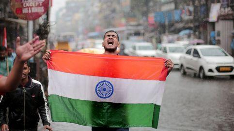 Pakistán dice que liberará al piloto de caza capturado para evitar represalias de la India