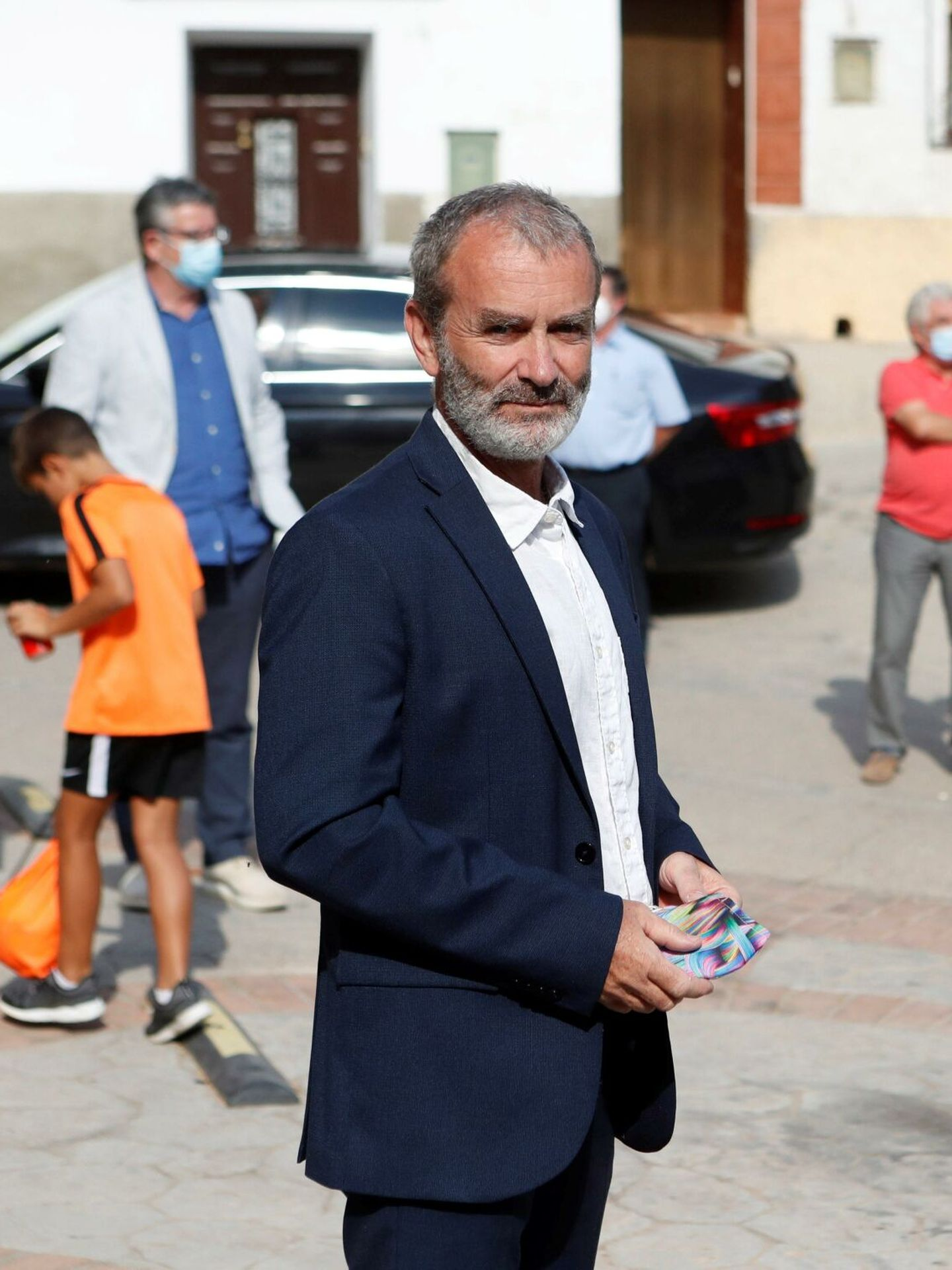 Fernando Simón aparece con el pelo rapado en la entrega de un premio en Villafeliche. (EFE)