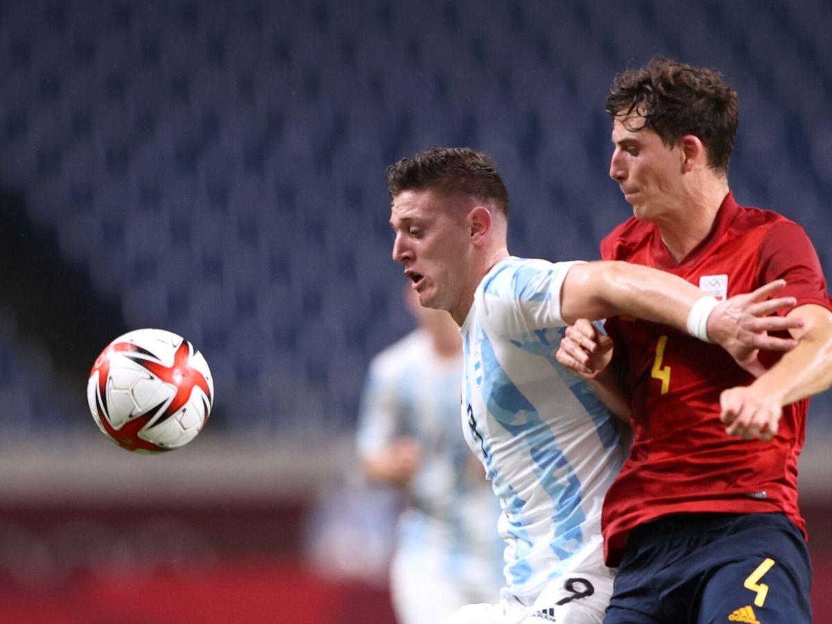 Foto: Pau Torres en el partido de España contra Argentina. (EFE)