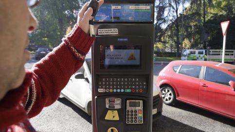 Carmena autoriza que las'app' cobren un 10% si pagas el parquímetro con el móvil