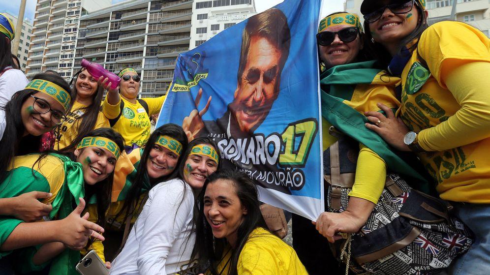 Foto: Partidarios de Jair Bolsonaro se manifiestan en Río de Janeiro, el 21 de octubre de 2018. (Reuters)