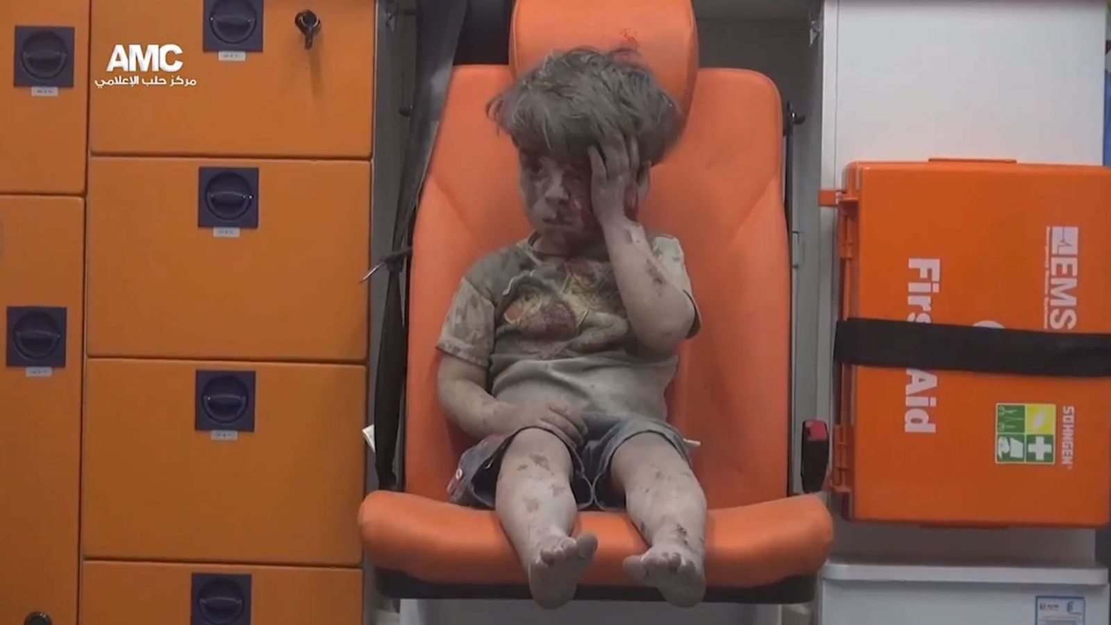 Foto: Omran Daqneesh, de cinco años, superviviente de un bombardeo sobre una zona rebelde de Alepo (Aleppo Media Centre)