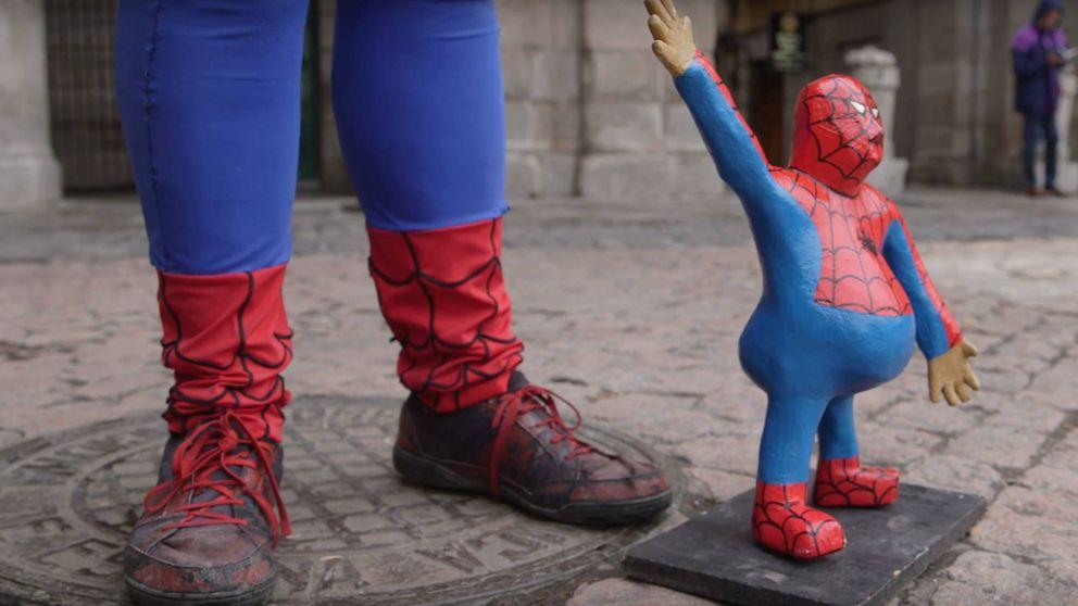 El Spiderman de la Plaza Mayor: un superhéroe de carne y hueso
