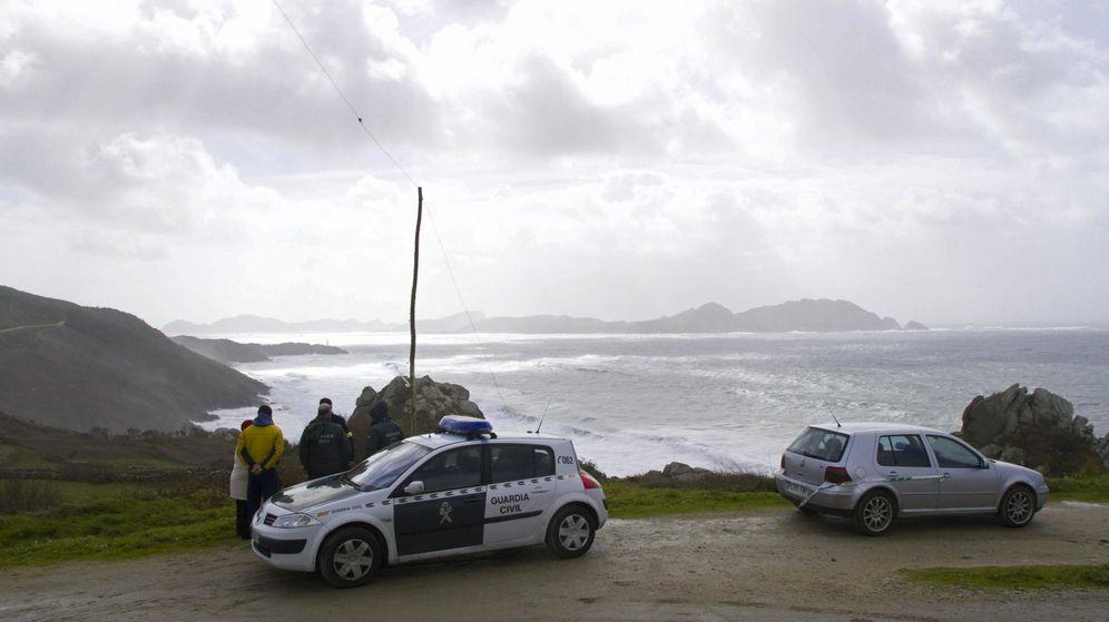 Foto: Foto de archivo de agentes de la Guardia Civil en Cangas de Morrazo. (EFE)