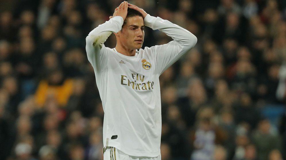 Foto: James se lleva las manos a la cabeza durante el partido contra la Real Sociedad. (Efe)