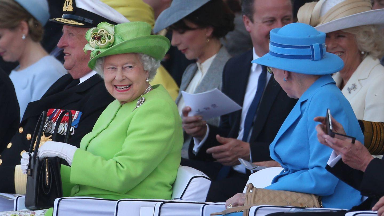 La reina Isabel y la reina Margarita, en el aniversario del Desembarco de Normandía. (Getty)