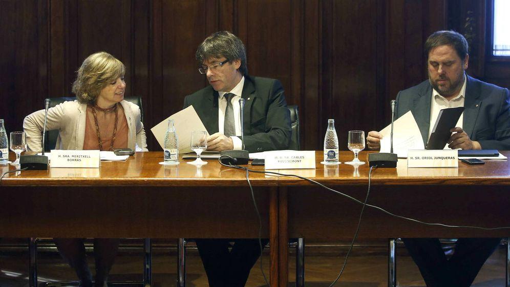 Foto: Meritxell Borràs, Carles Puigdemont y Oriol Junqueras. (EFE)