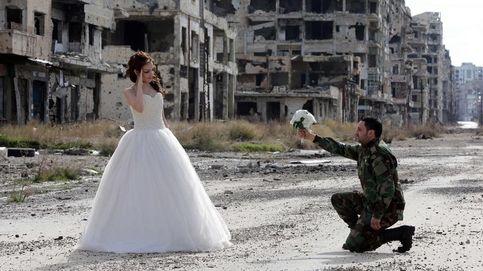 Las fotos de una boda entre las ruinas de Homs (Siria) dan la vuelta al mundo