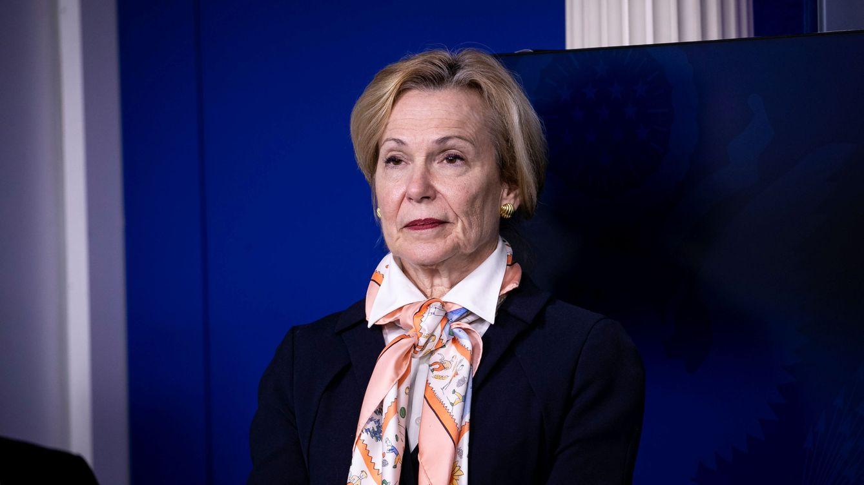 Los pañuelos de la doctora Deborah Birx, coordinadora de respuesta al Covid-19