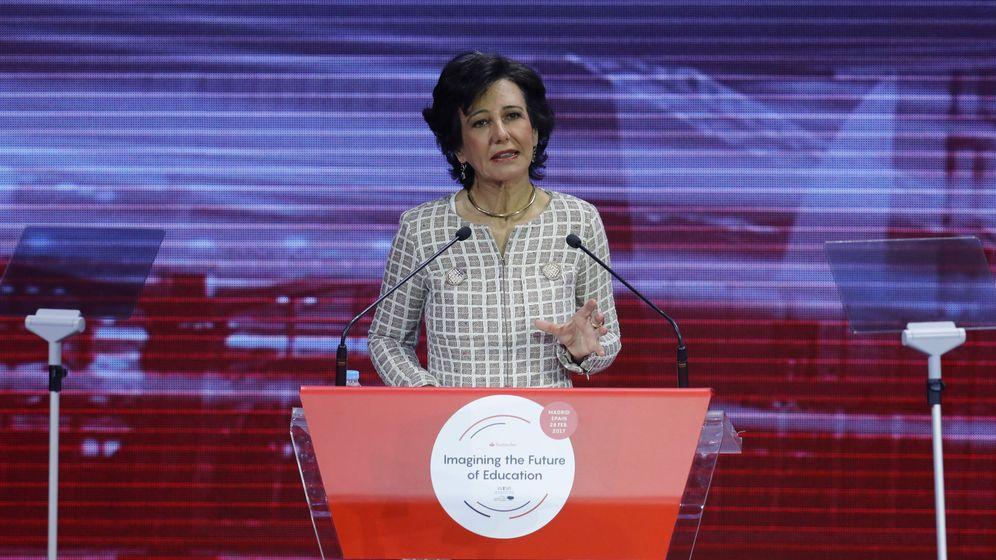 Foto: La presidenta del Banco Santander, Ana Botín, durante la inauguración del Foro WISE. (EFE)