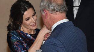 Doña Letizia, todo flores en su encuentro con el príncipe Carlos en Londres