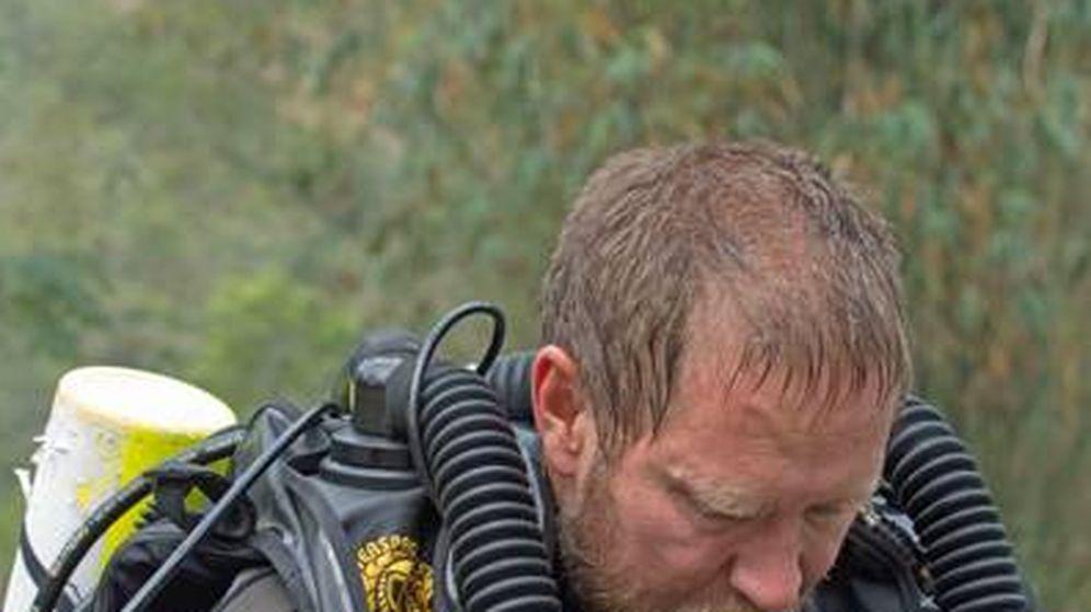 Foto: Richard Harris, el último buzo en salir de la cueva de Tailandia. (Foto: OZTek)