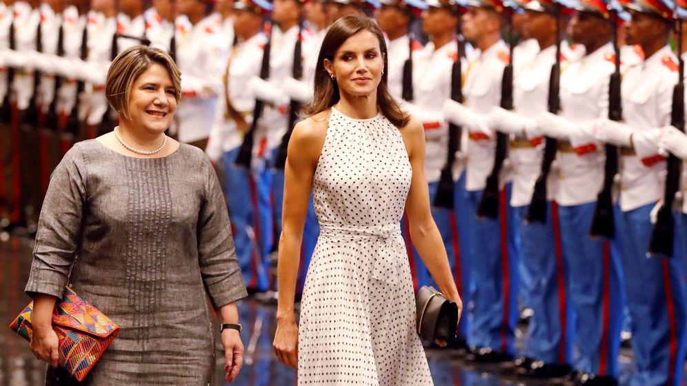 Foto: Lis Cuesta, junto a la reina Letizia en su visita a Cuba. (EFE)