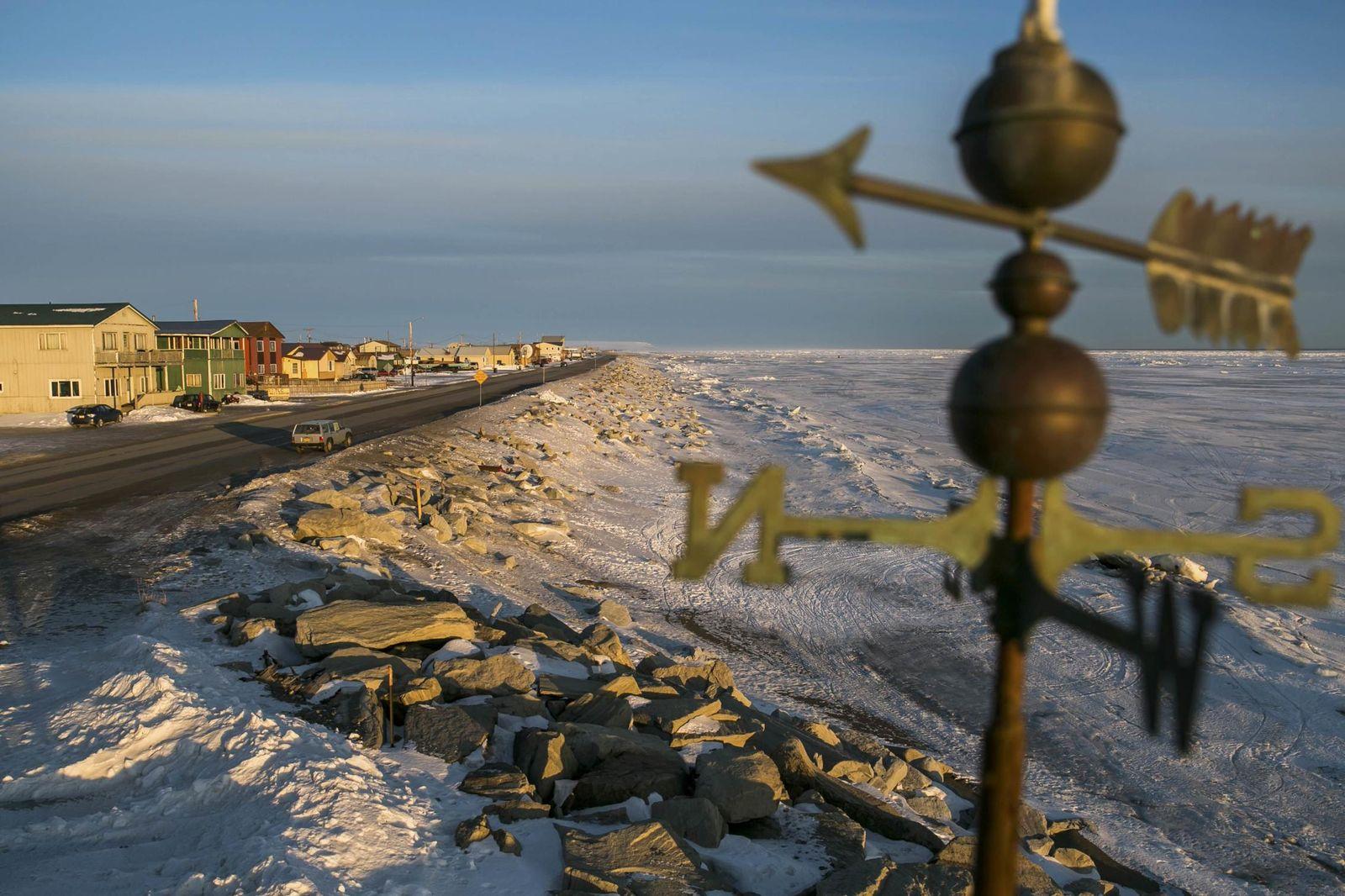 Foto: Una playa helada en la costa del Mar de Bering, en el pueblo de Nome, Alaska (Reuters).
