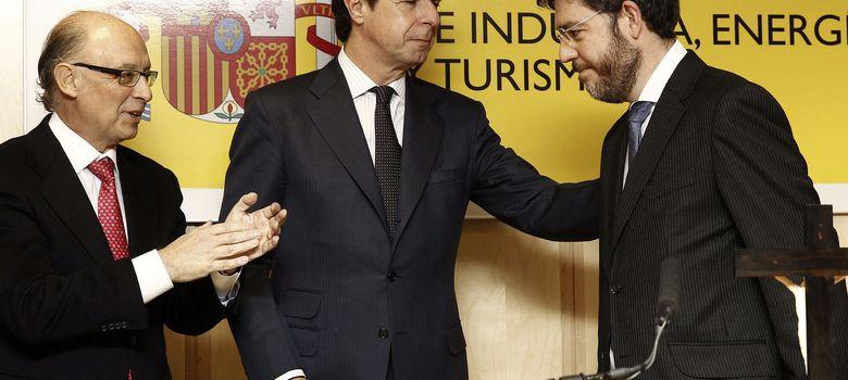 Foto: Fotografía de archivo de José Manuel Soria (c), Alberto Nadal y Cristóbal Montoro. (EFE).