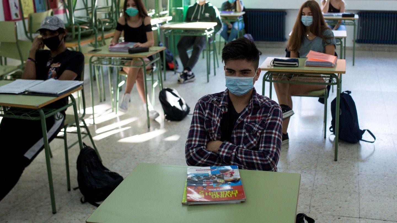 En algunas comunidades, los alumnos más mayores ya han podido volver a las aulas. Foto: Efe.