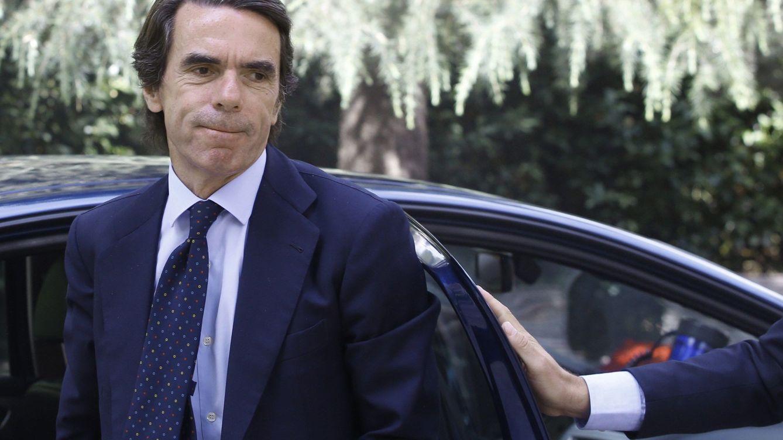 Aznar y la botella de oro de Brad Pitt, estrellas en la gala marbellí contra el cáncer