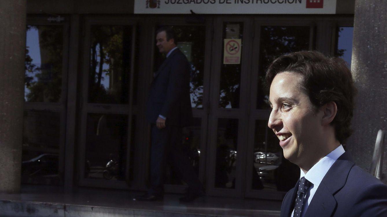 Nicolás prometió trabajo en Pascual a la hija del jefe de estudios para aprobar selectividad