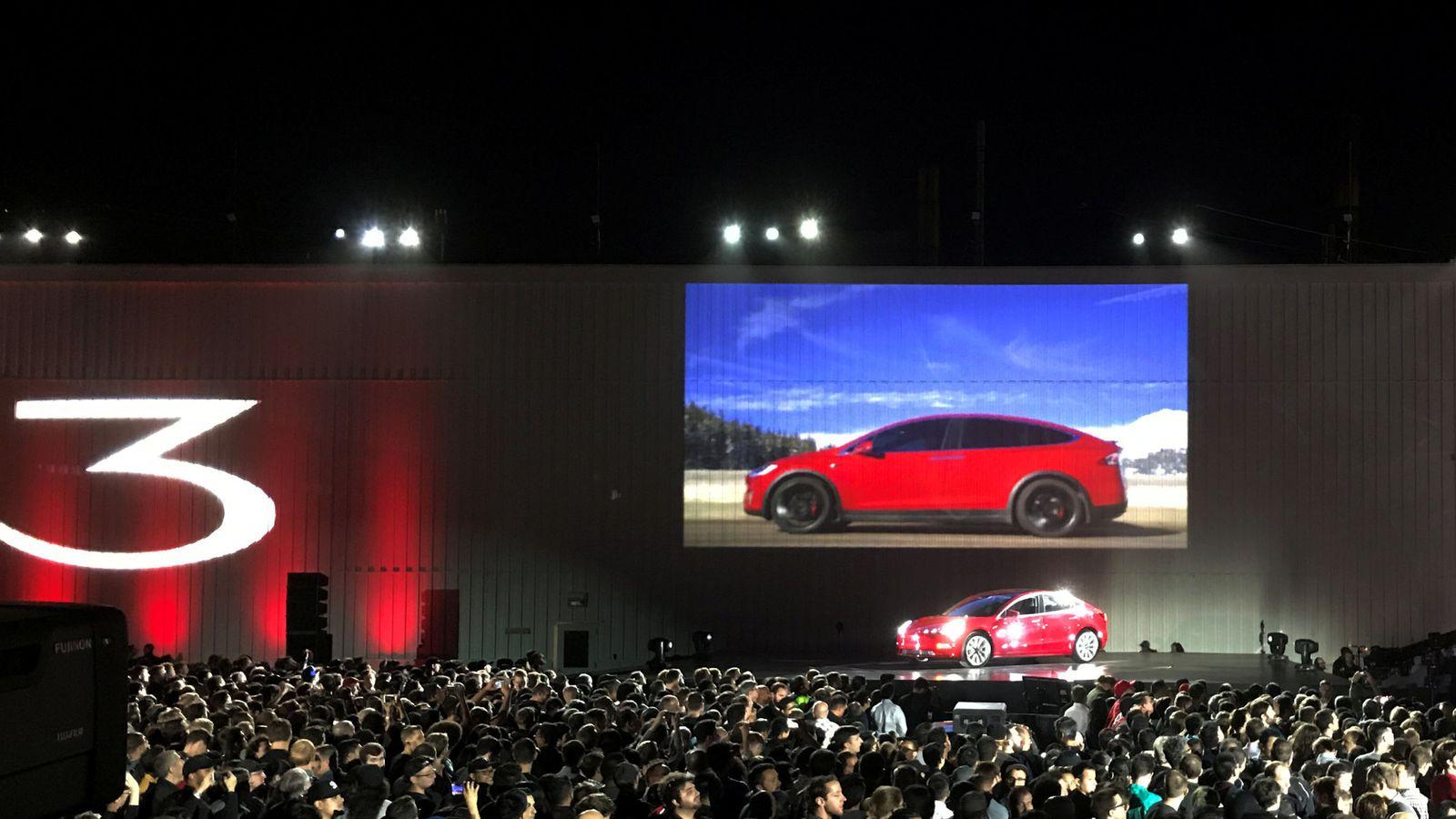 Foto: Presentación del nuevo Tesla, en Fremont (EEUU). (Reuters)