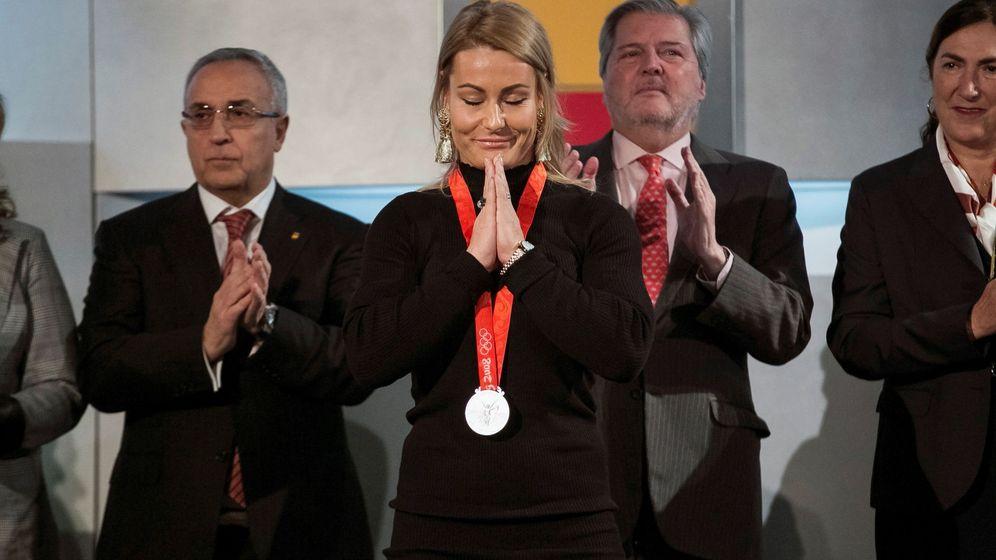 Foto: Lydia Valentín recogió su medalla este martes enla sede del COE. (EFE)