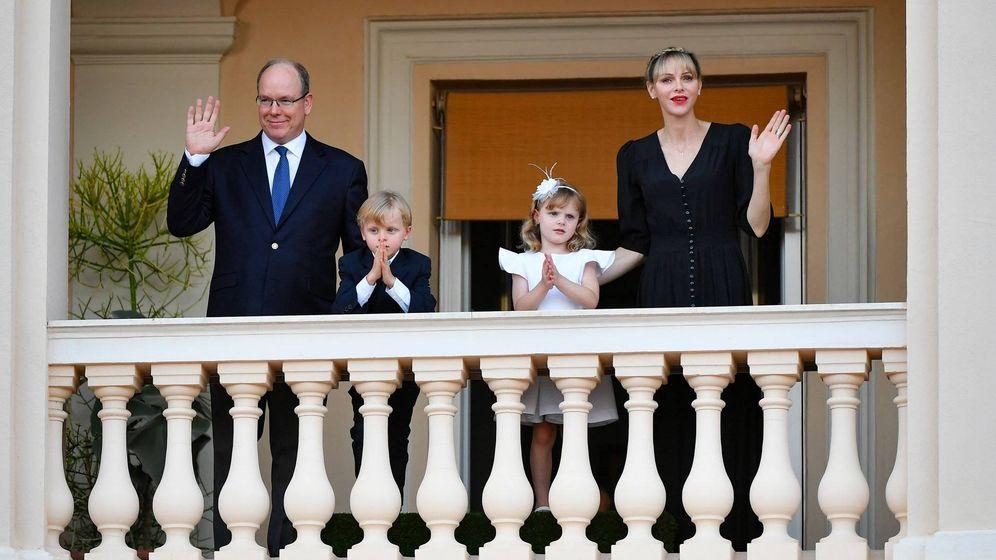 Foto: Alberto y Charlène, con sus hijos. (Eric Mathon / Palais Princier)