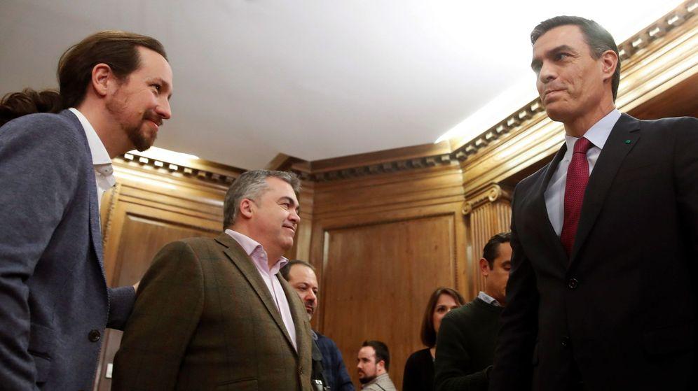 Foto: Pablo Iglesias y Pedro Sánchez este lunes. (EFE)