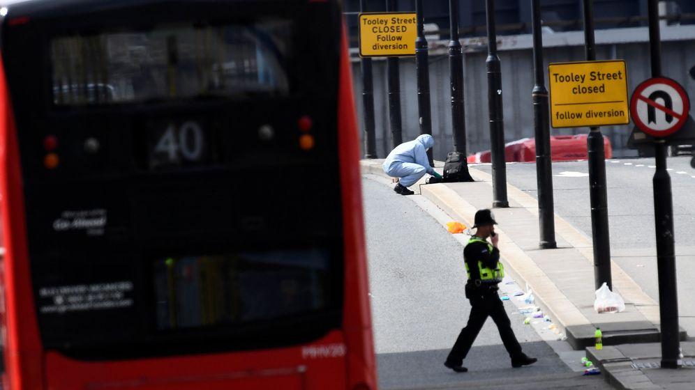 Foto: La policía forense investiga el último ataque de Londres. (Reuters)