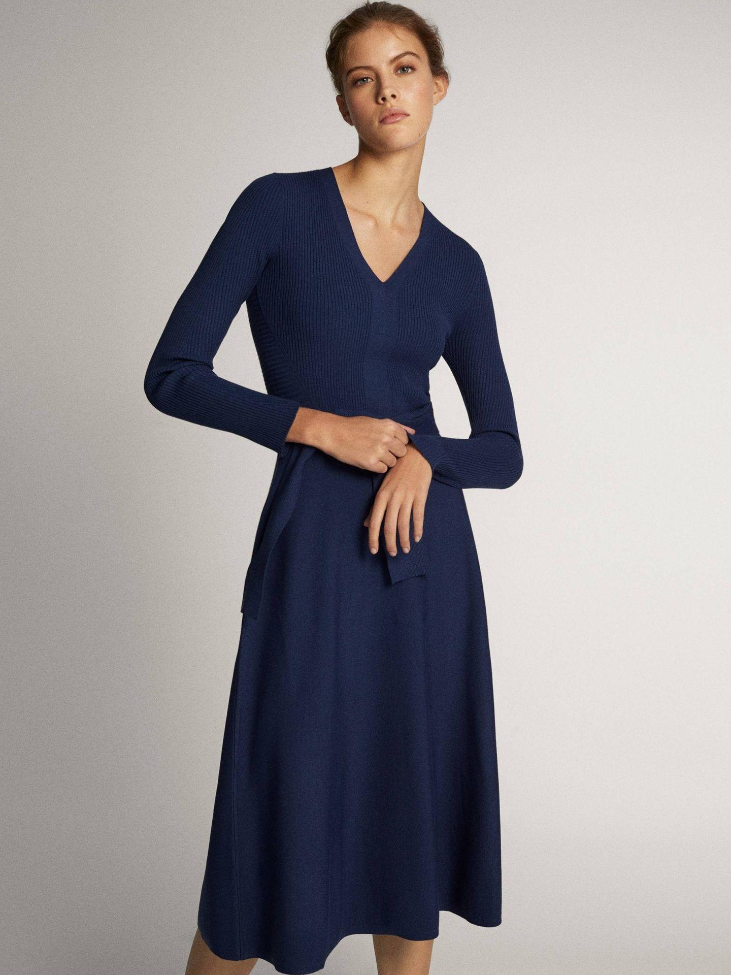 El vestido de Massimo Dutti de la reina Letizia. (Cortesía)