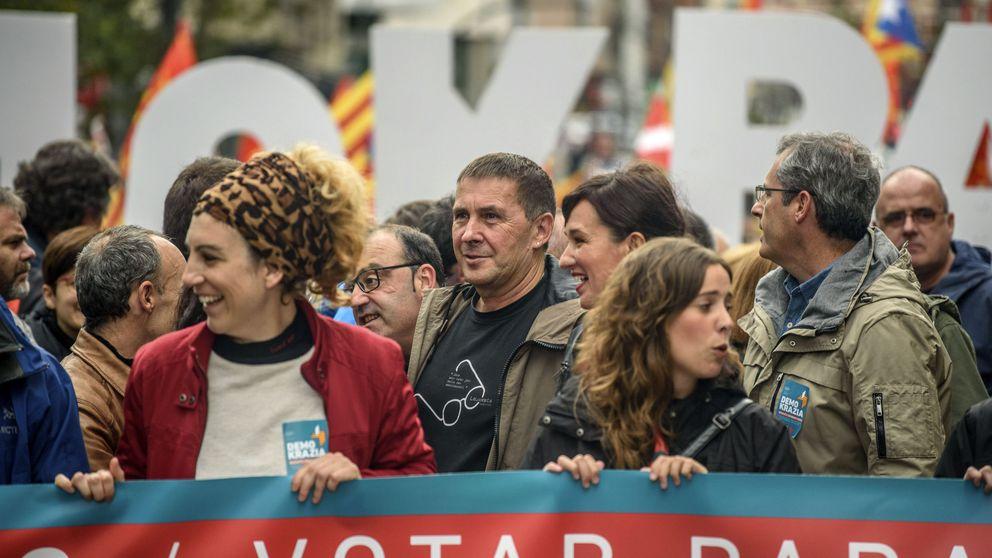 PNV y Bildu defienden en una manifestación en Bilbao el referéndum catalán