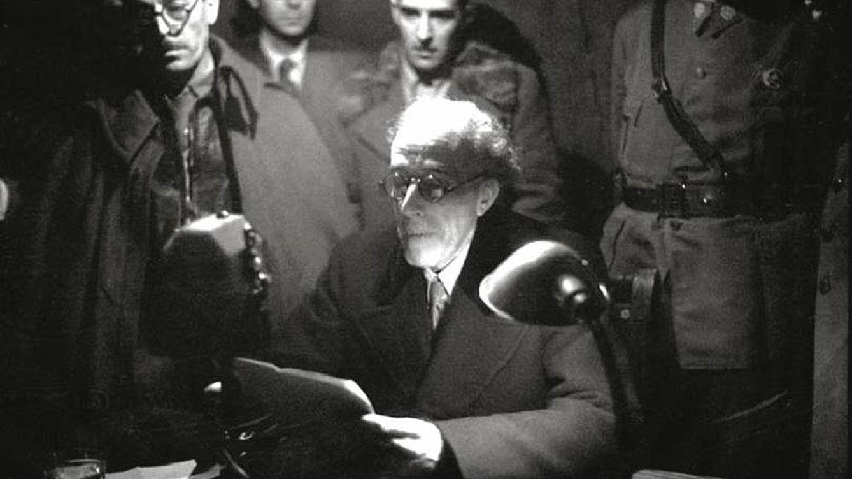 Foto: Julián Besteiro, junto a Casado, difunde por radio el bando del golpe contra Negrín