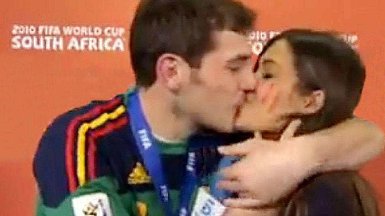 El famoso beso en directo de la pareja. (RTVE)