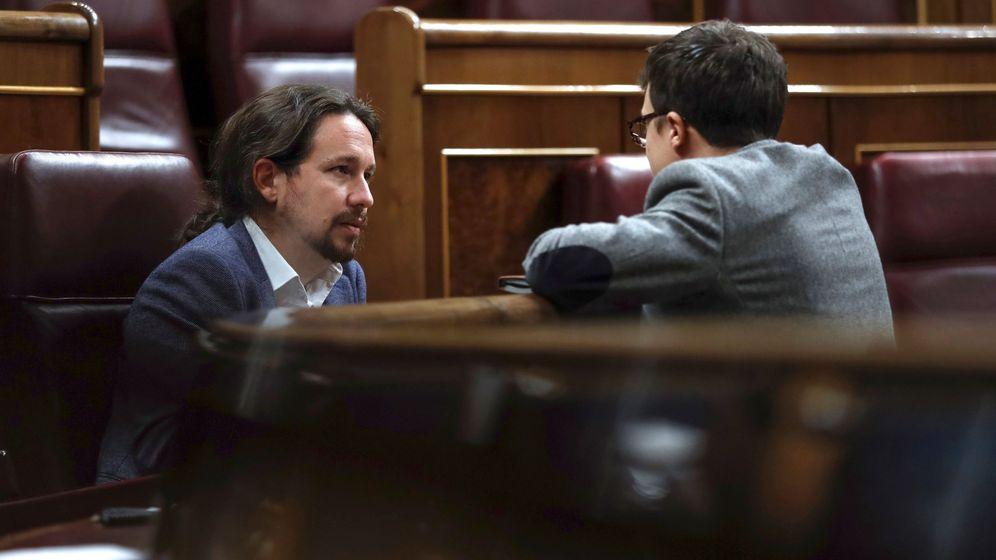 Foto: Iglesias y Errejón, gestionando redes. (EFE)