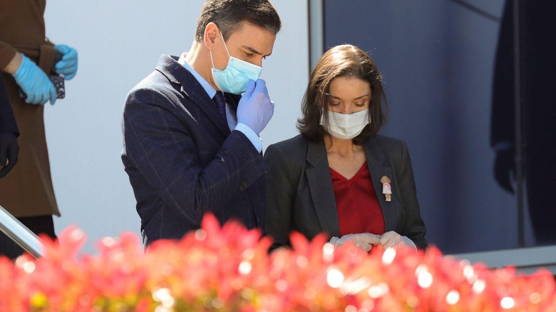 Foto: Pedro Sánchez visita la fábrica de respiradores en Móstoles este viernes. (EFE)