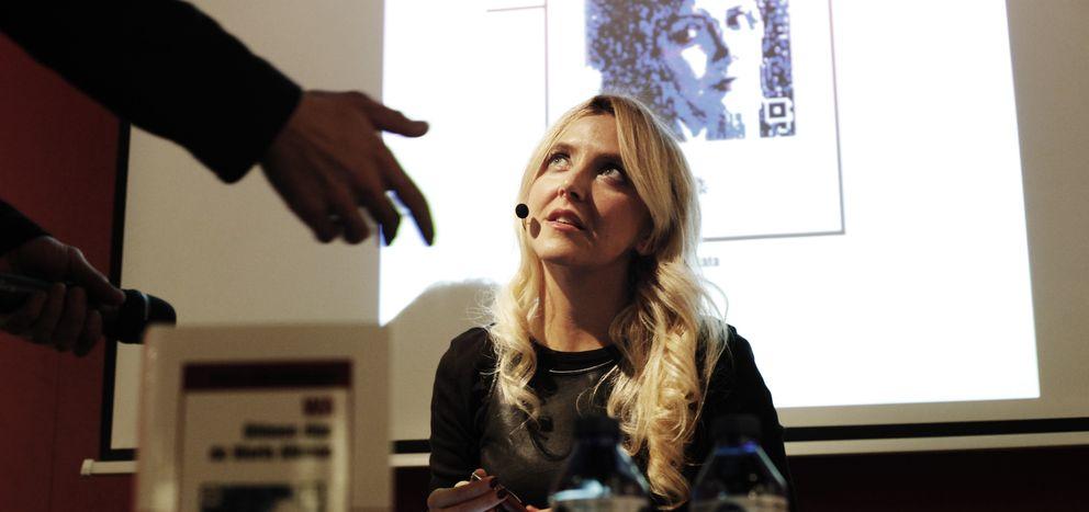 Foto: La escritora Irene Zoe, durante la presentación de su novela (fotos: E. Villarino)
