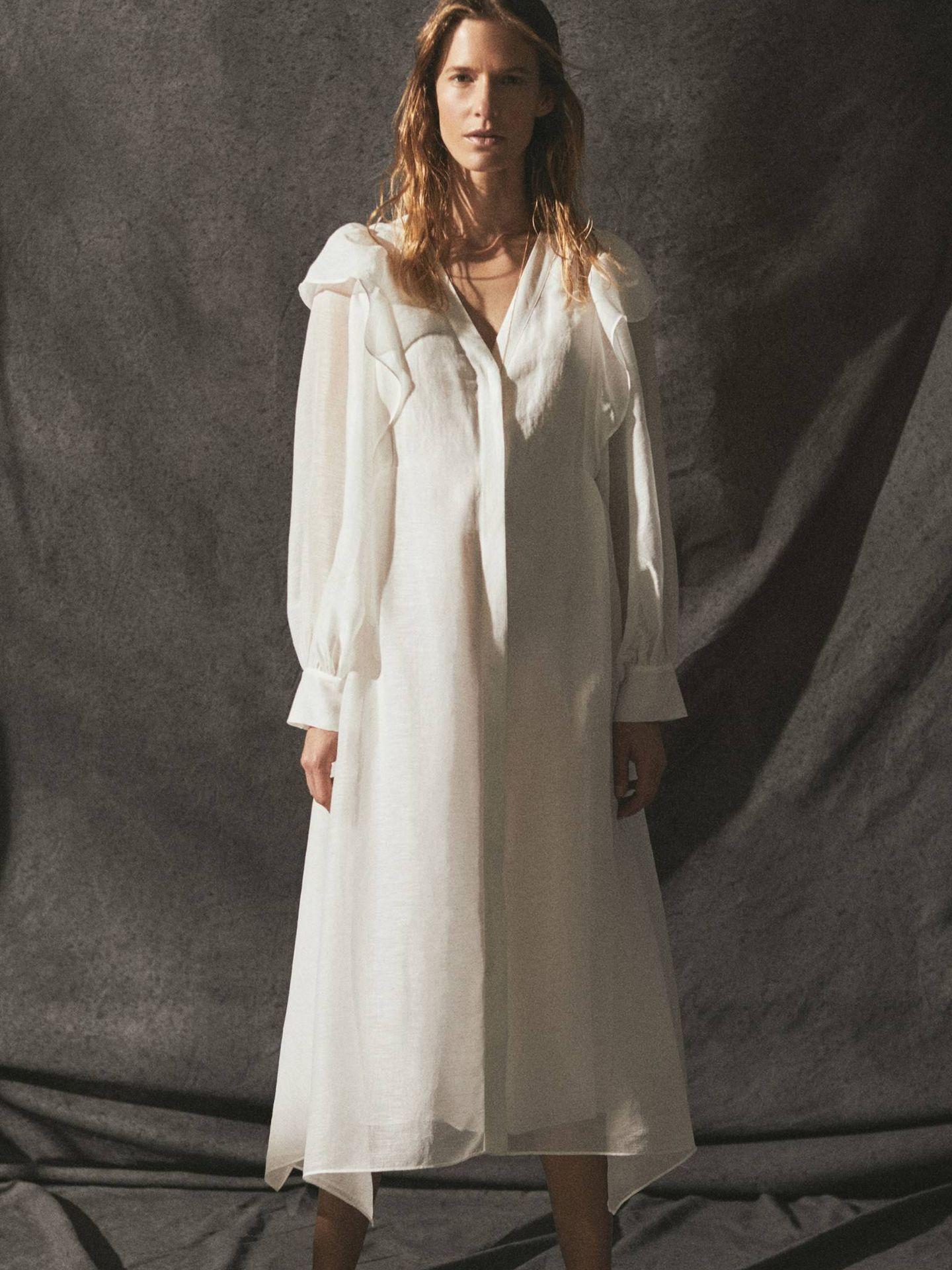Vestido blanco de Massimo Dutti. (Cortesía)