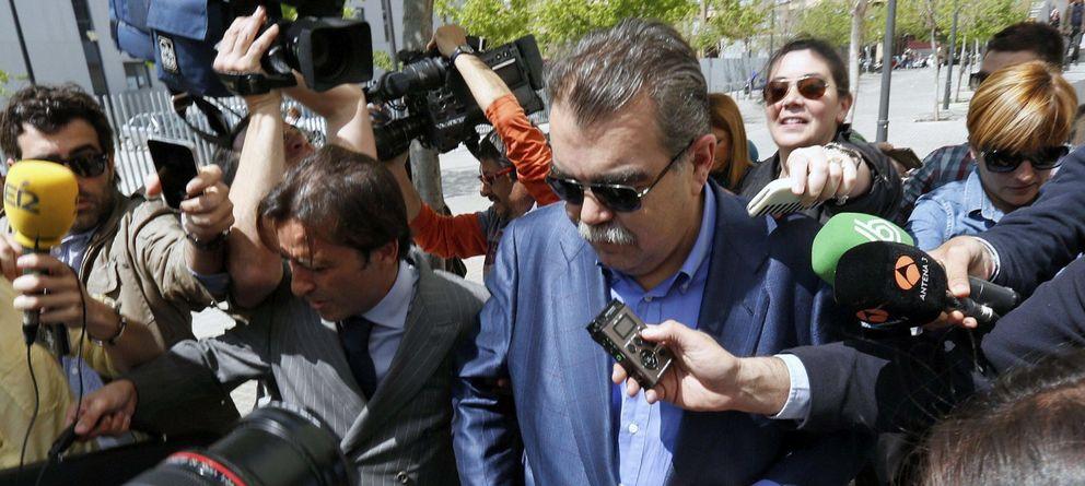Foto: Juan Soler, a su salida del juzgado (EFE)