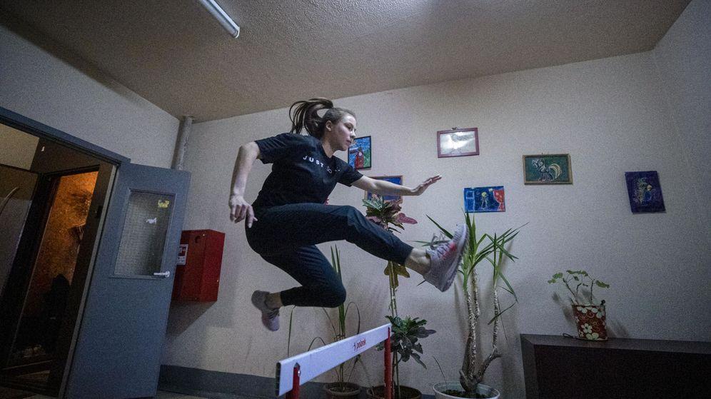 Foto: Atleta rusa, entrenando en casa. (EFE)