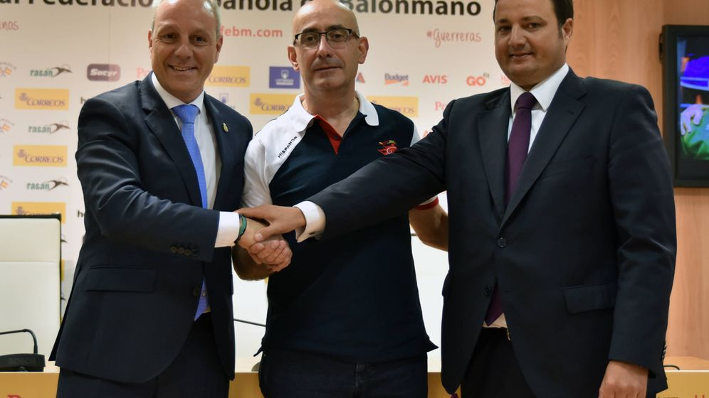 Foto: Jordi Ribera, en el centro, nuevo seleccionador español de balonmano