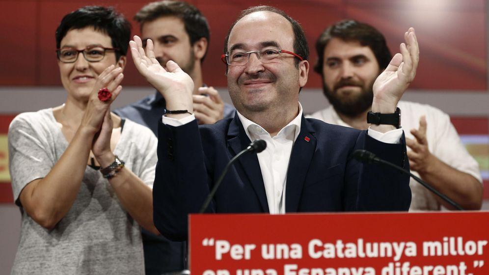 Foto: Miquel Iceta celebra los resultados del PSC en estas elecciones catalanas del 27-S desde la sede del partido, en la calle de Nicaragua de Barcelona. (EFE)
