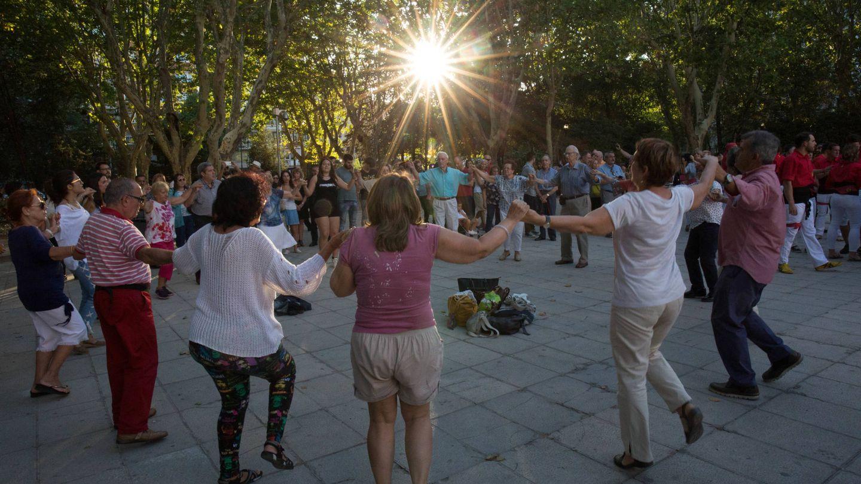 Baile de sardanas en Madrid durante la Diada de Cataluña. (D.B.)
