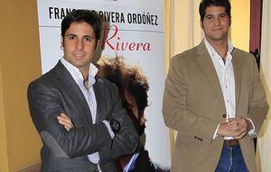 Foto: Los hermanos Rivera escenifican la reconciliación