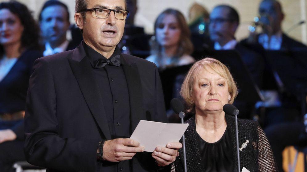 Foto: Mariano Barroso junto a Yvonne Blake en la gala de los Premios Goya de 2017. (EFE)