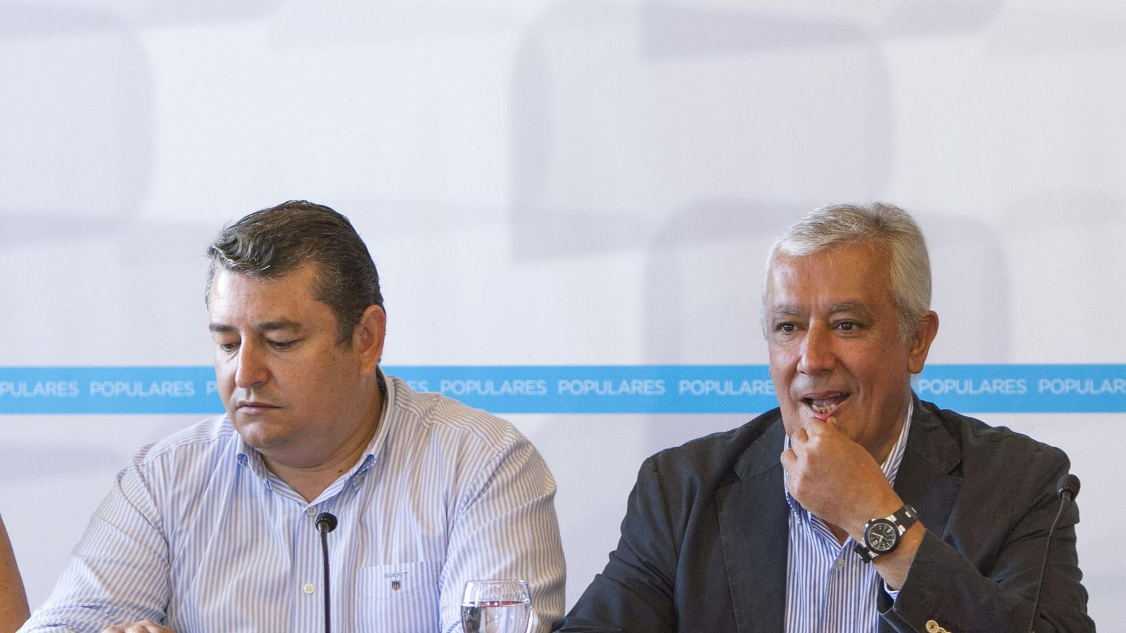 Foto: El vicesecretario de Política Autonómica del PP, Javier Arenas (d), y Antonio Sanz. (EFE)